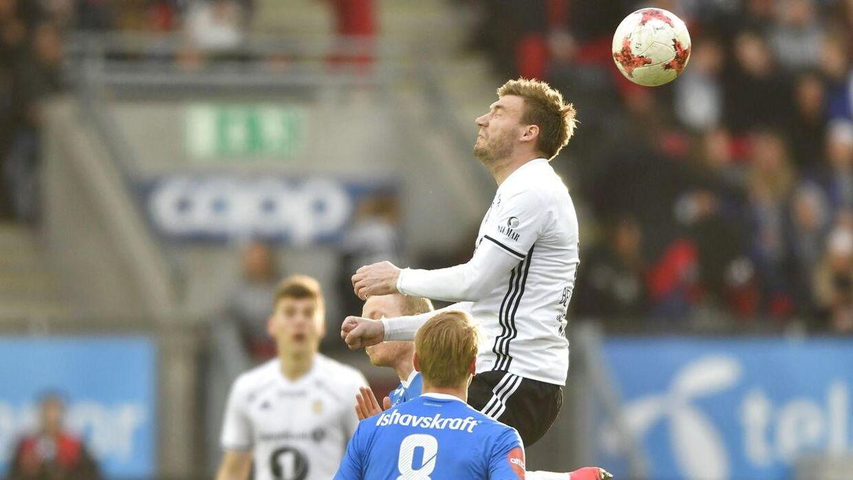 Nicklas Bendtner (th) blev brugt forkert af de øvrige Rosenborg-spillere, da holdet tabte hjemme til Tromsø. Billedet er fra denne kamp.