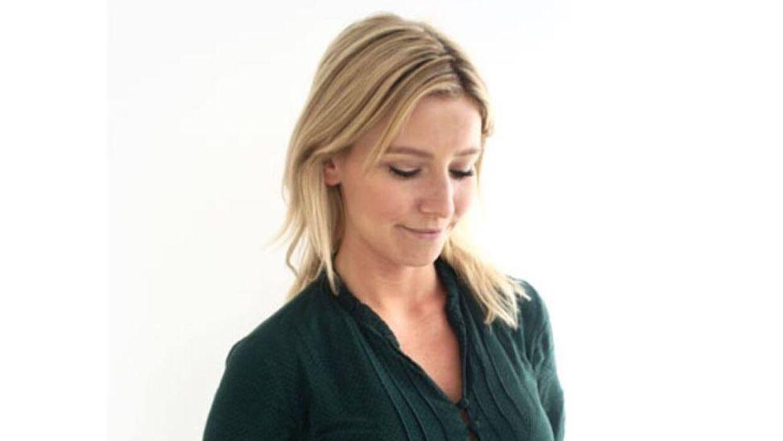 Skuespiller og youtuber Carla Mickelborg har prøvet lattergas. Men nu advarer hun andre mod det.