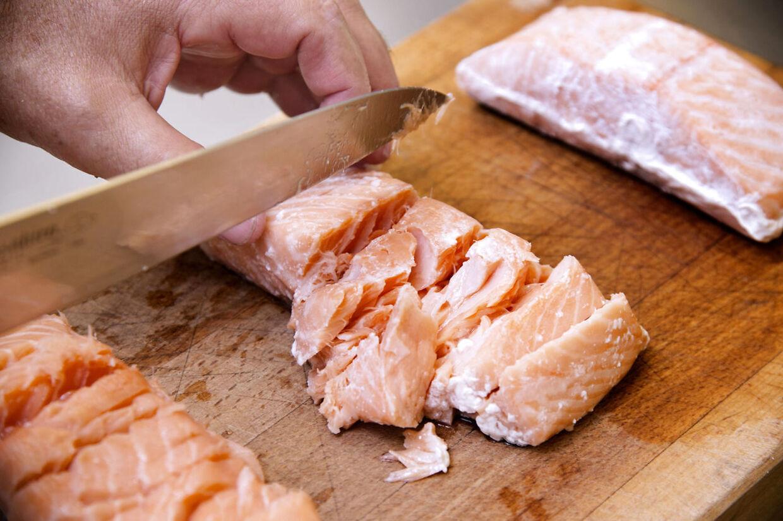 De tre stykker laks er tilberedt ved tre forskellige temperaturer, og det påvirker både smags og konsistens. Eksperimenter selv med temperaturen og find din yndlingslaks.