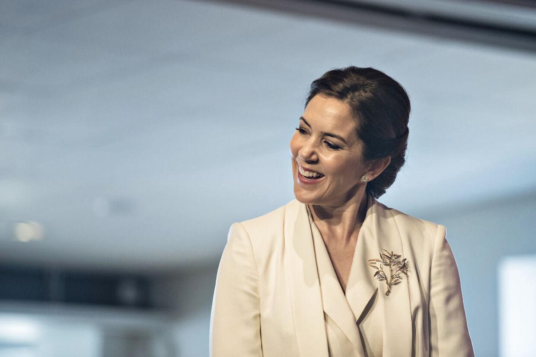 Kronprinsesse Mary til prisuddeling ved Liveable Scandinavia 2017 i Stockholm. Her overrækker hun en pris til en organisation, der arbejder med udsatte svenske og børn og deres familier.. (Foto: Ida Guldbæk Arentsen/Scanpix 2017)