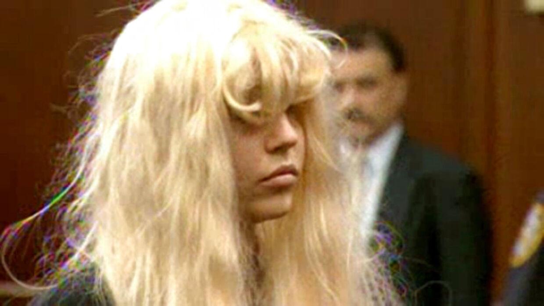 Amanda Bynes iført en paryk i retten den 24. maj 2013.