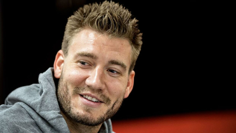 Nicklas Bendtner har nydt de sidste dage i Grækenland i selskab med kæresten Natasja Madsen.