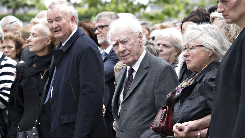 Tidligere statsminister Poul Schlüter deltager i Niels Helveg Petersens bisættelsen fra Holmens Kirke i København tirsdag den 13. juni.