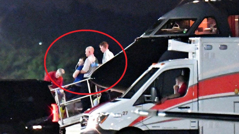 Otto Warmbier landede i Lunken Airport i Ohio tirsdag aften. Han var bevidstløs ved ankomsten. Familien oplyser mandag aften dansk tid, at den 22-årige Otto Warmbier er afgået ved døden. Det oplyser familien i en udtalelse, som er blevet udsendt af et universitetshospital i delstaten Ohio.