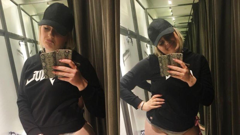 Bloggeren Martine Halvorsen i et prøvrum i en Zara-butik. Normalt bruger hun størrelse 40, men hos Zara kan hun hverken passe størrelse 42 eller 44.