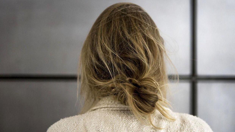 En ny undersøgelse viser, at hver fjerde gymnasieelev har taget et billede af sig selv uden tøj på og videresendt det. Konsekvensen kan være, at billederne bliver delt uden samtykke. Det skete for 18-årige Leonora, der for fem år siden opdagede, at alle på skolen havde set billederne af hende.