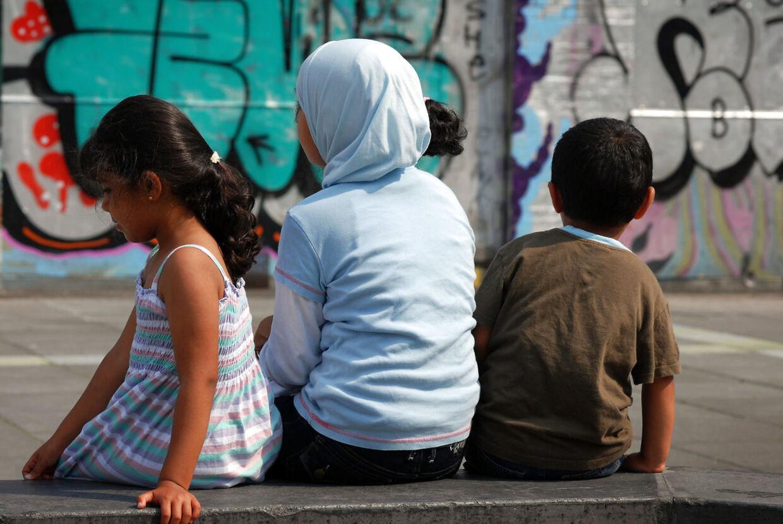 Så snart der er mere end 40 pct. indvandrerbørn i en skole, bør man begynde at fordele dem til andre skoler, mener professor. Arkivfoto.