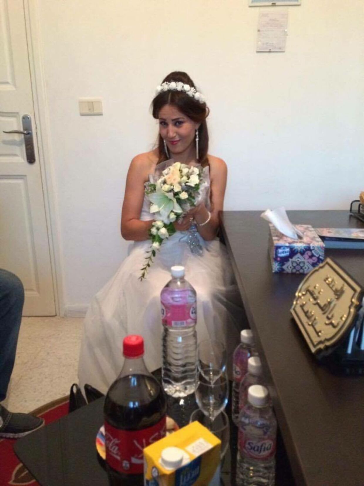 Hanene i sin brudekjole