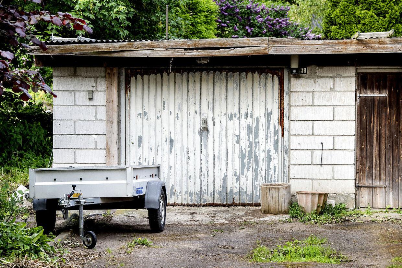 Her ude på landet har de fleste en trailer. Og en garage.