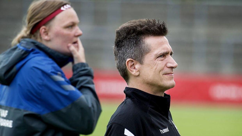 Landstræneren efter nederlag: 'Det er jo pisse irriterende at tabe'   BT Fodbold - www.bt.dk