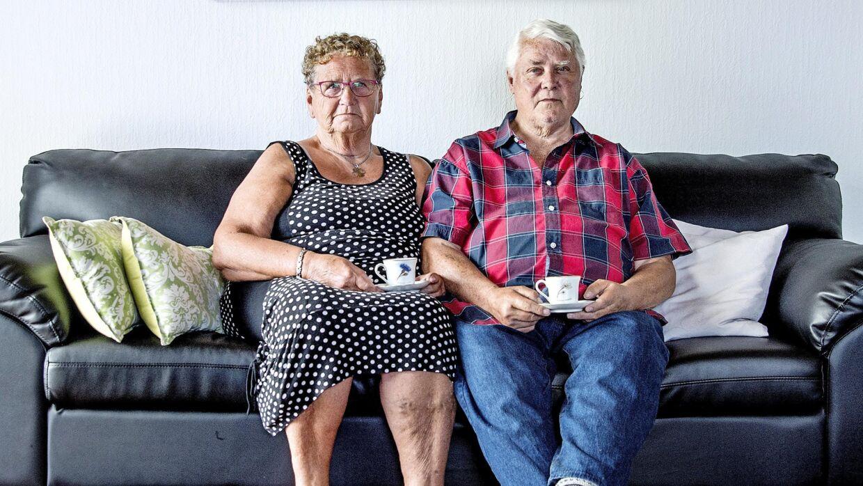 Karen og Carl-Heinz Komischke har boet i Sønderjylland hele deres liv. Det er dog kun nogle få måneder siden, at de flyttede til Toftlund. Her ses de i deres stue.