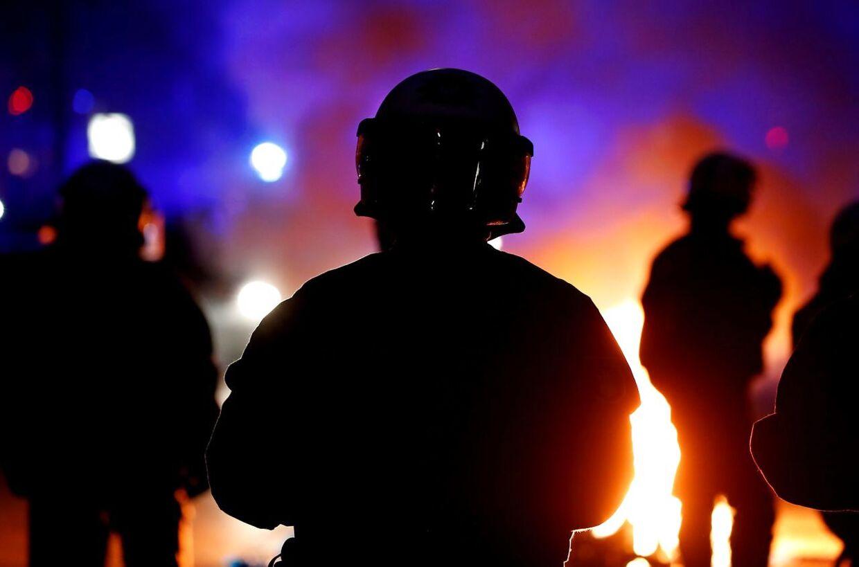 Kampklædte betjente i Hamborg torsdag aften.