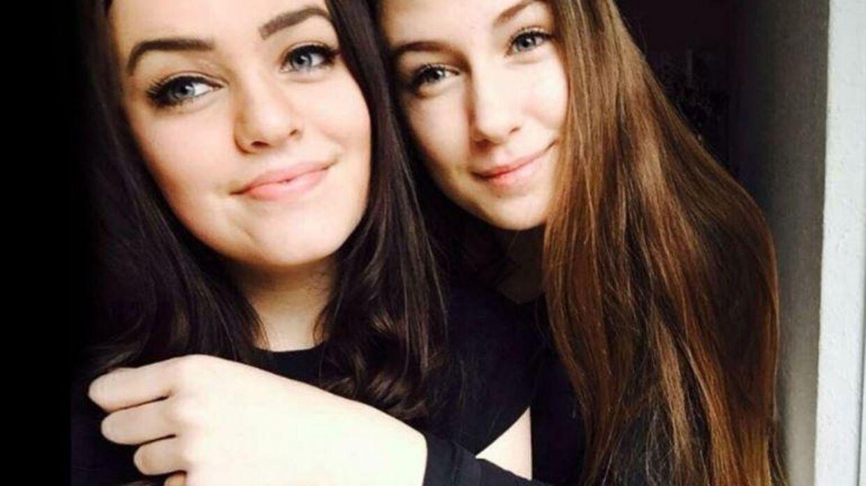 Sarah Midling, Emilies bedste veninde, til venstre. Emilie til højre.