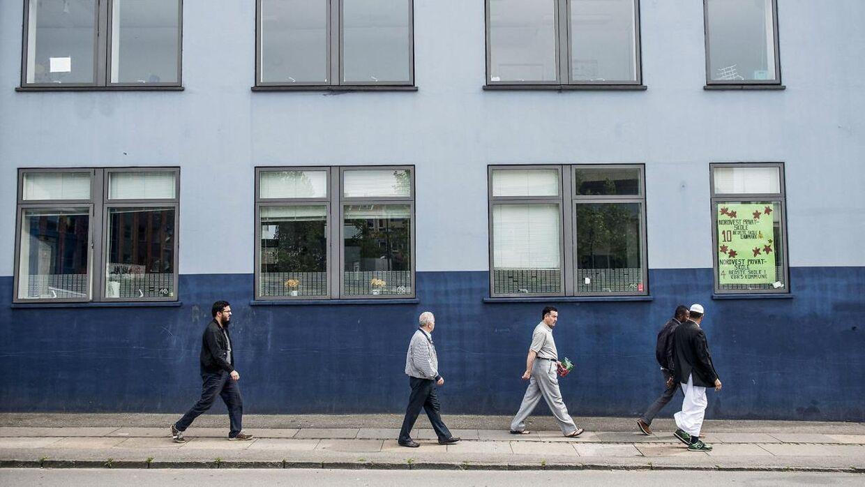 Nordvest Privatskole holder til i bygninger i Københavns nordvestkvarter og har i øjeblikket omkring 235 elever, alle tosprogede, tilknyttet. Personerne på billedet er tilfældige forbipasserende.