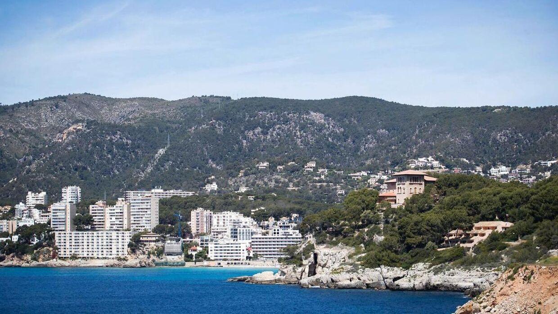 Ifølge Diario de Mallorca blev der søndag aften skudt mod en café på ferieøen Mallorca.