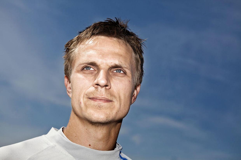 Den tidligere fodboldlandsholdsspiller Jesper Grønkjær har de seneste måneder været sygemeldt på grund af stress.