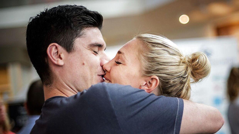 Jeanette Ottesen og Marco Loughran står over for at skulle giftes og blive forældre. Og det medfører sandsynligvis, at den danske svømmers karriere bliver længere - måske endda helt til OL i 2020.