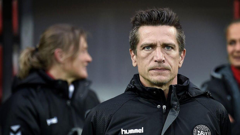 Landstræner Nils Nielsen: »Jeg bliver så træt, når jeg hører, at A-landsholdet spiller sådan og sådan - ja, det gør de, men vi er sgu også A-landsholdet.«