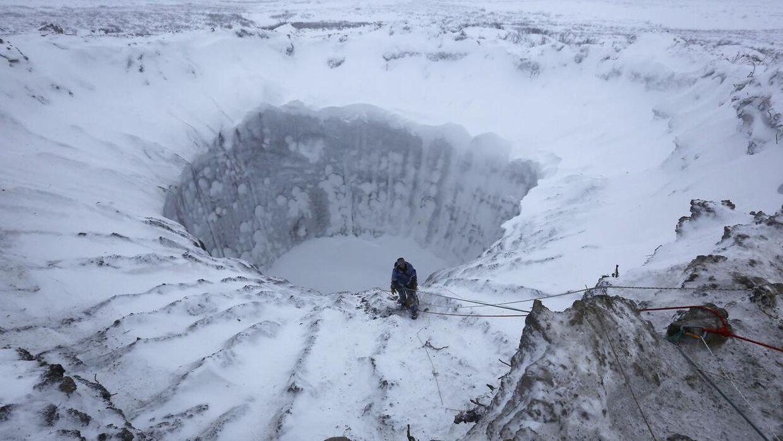 Siden 2014 er der dukket flere mystiske kæmpehuller op i jorden i Sibirien. De kan skyldes klimaforandringer.