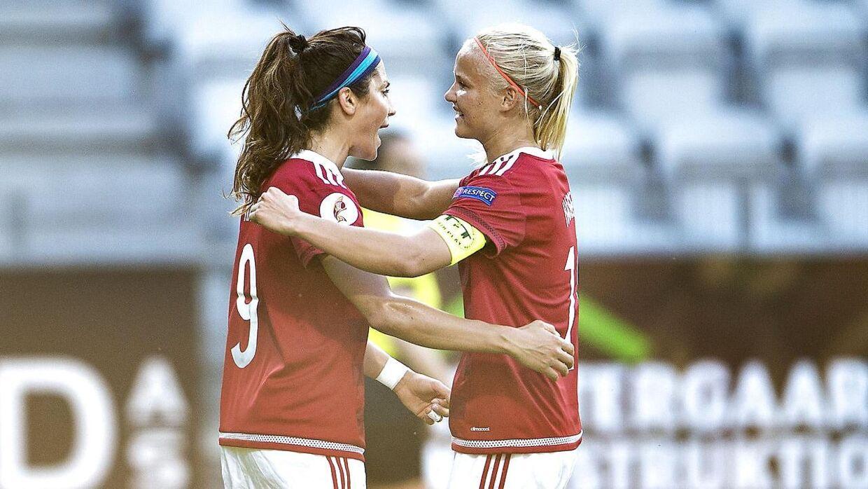 Nadia Nadim (tv) og Pernille Harder kan tjene mange penge efter EM.