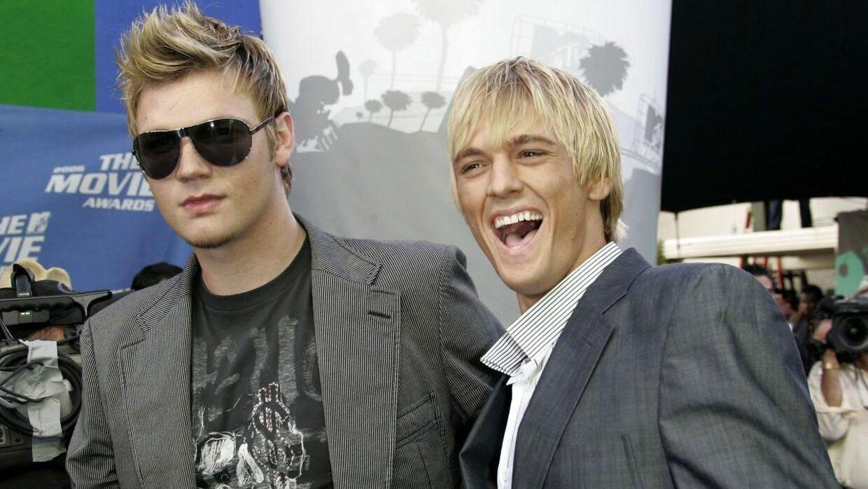 Sangerne Nick (ventres) og Aaron Carter fotograferet sammen i 2006.