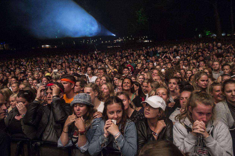 Et nærmere kig på de mange publikummer til Nik & Jay på Smukfest. (Foto: Helle Arensbak/Scanpix 2017)