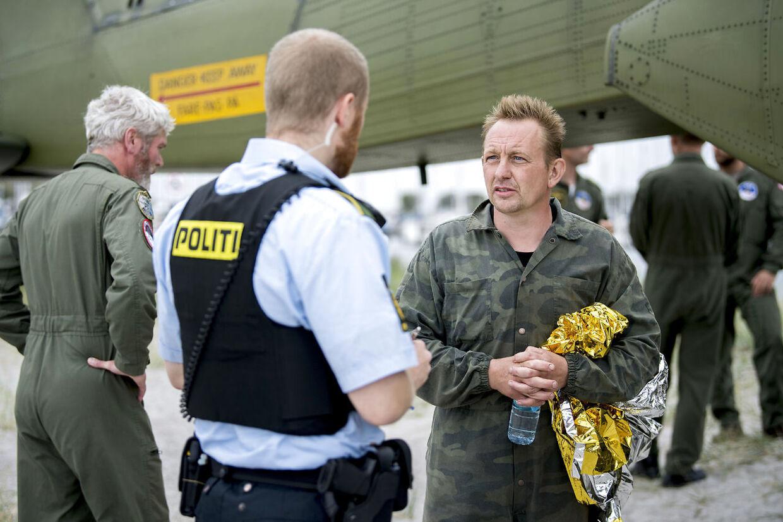 Peter Madsen fotograferet på Dragør Havn kort efter, han blev reddet i land.