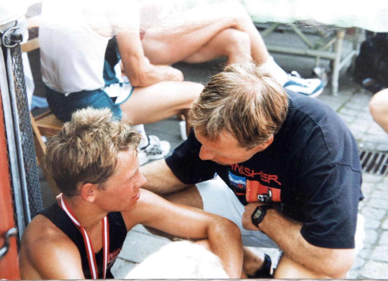 Ole Hansen ses her med sønnen Mads. De har begge dyrket ironman og Mads har lært meget om sporten af sin far.