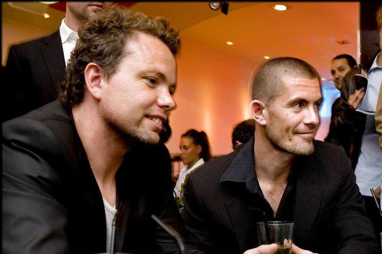 Rasmus Nøhr og Gustav Hansen ved siden af hinanden til et pokerarrangement i 2008. Til januar skal de i retten, hvor Gustav Hansen har stævnet Rasmus Nøhr for 896.000 kroner.