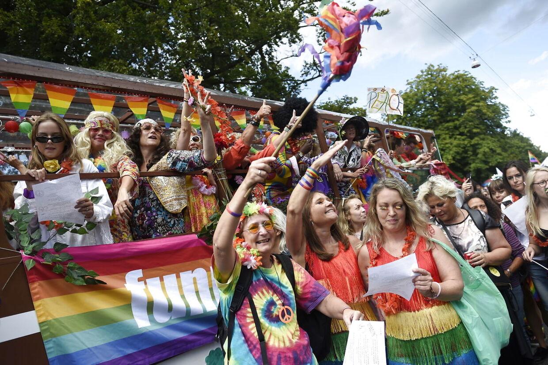 Copenhagen Pride Parade deltagere efter starten af Prideparaden på Frederiksberg Rådhusplads lørdag 19. august 2017.