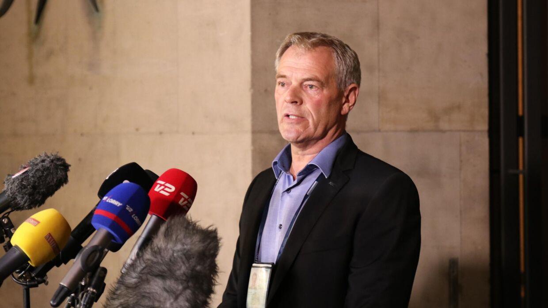 Efterforskningsleder Jens Møller Jensen til pressemøde mandag aften.