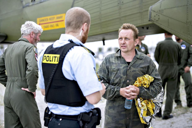Ubådsejer Peter Madsen kommer i land i Dragør Havn d. 11. august 2017.