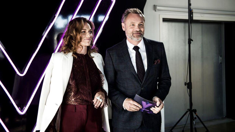 Selvom flere ting bliver ændret, så er Sarah Grünewald og Claus Elming dog stadig tilbage som værter i årets 'Vild med dans'.