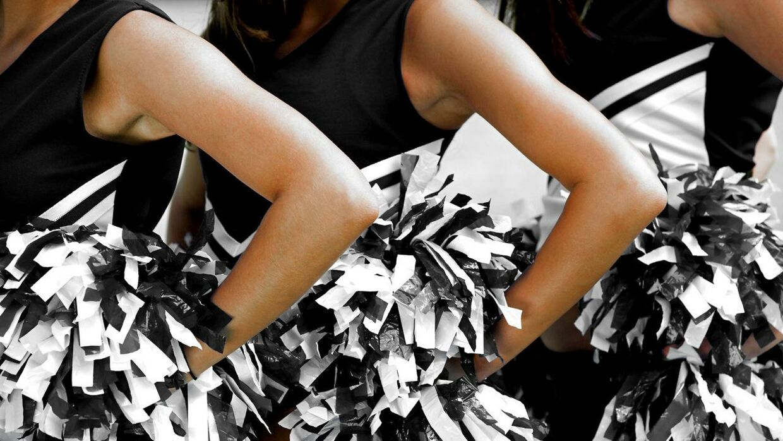 Cheerleadertræneren er nu blevet fyret efter optrinnet