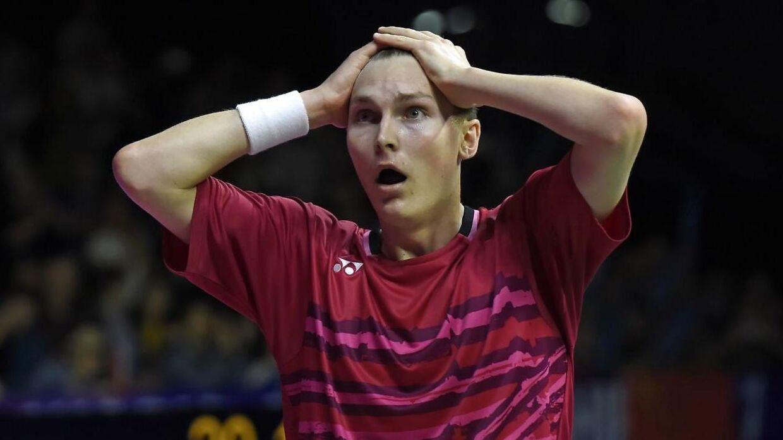 Viktor Axelsen tager sig til hovedet efter sin sejr i VM-finalen mod kinesiske Lin Dan den 27. august 2017.