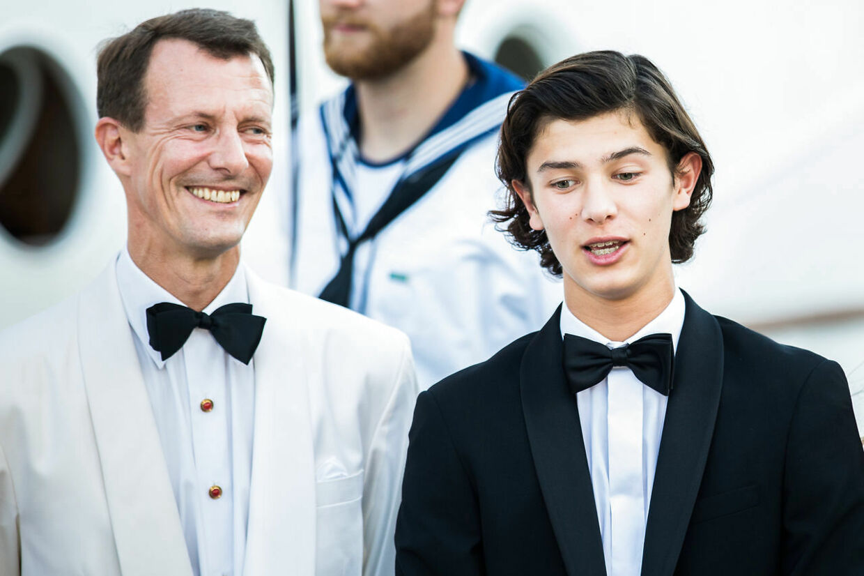 Prins Nikolai med sin stolte far prins Joachim (Foto: Martin Sylvest/Scanpix 2017)