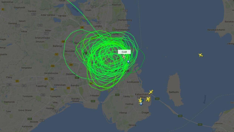 Tirsdag aften fløj et af forsvarets to fly, der bliver brugt til overvågningen af København, rundt over byen i mindst seks timer frem til midnat.