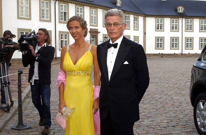 Peter Zobel var Henriette Zobels store kærlighed. Her ankommer parret til prins Henriks 70-års fødselsdagsfest på Fredensborg Slot.