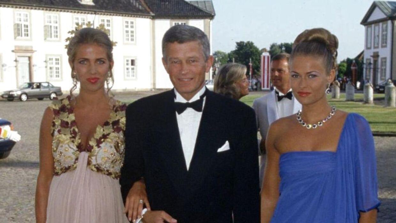 Peter Zobel ses her med sin ekskone Henriette Zobel ved sin side ( tv) samt sin datter Rigmor Zobel (th).