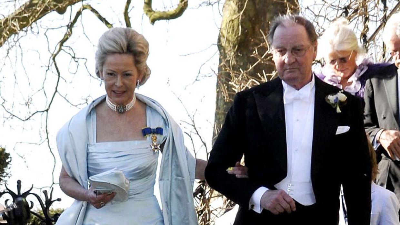Molise Iuel-Brockdorff, der her ses sammen med sin afdøde mand lensbaron Niels Iuel- Brockdorff ved hans datter Louises bryllup, har siden barnsben haft et nært forhold til Peter Zobel.