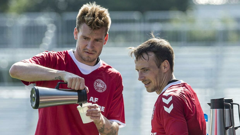 Nicklas Bendtner og Mike Jensen holder kaffepause i landsholdspausen.
