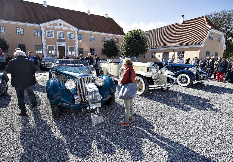 Den store veteranbilauktion på Lyngsbækbgaard tiltrak massevis af veteranbilentusiaster. Det var det engelske auktionhus Bonhams, der stod for auktionen.