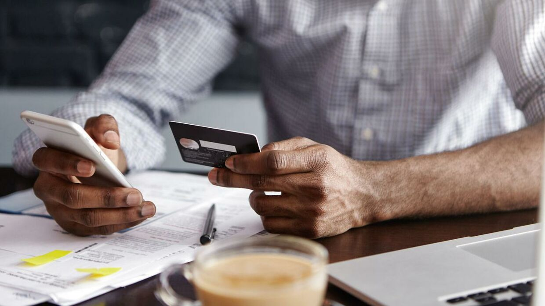 For 850.000 danskere er der god grund til at holde øje med, hvor mange penge der kommer ind på netbanken i dag. Arkivfoto