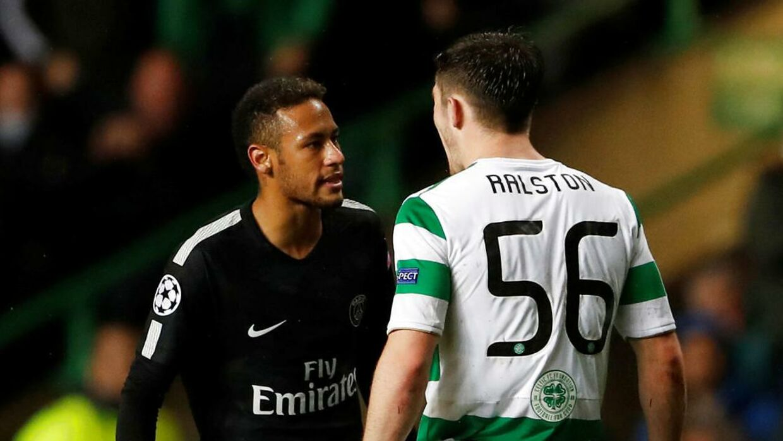 Neymar og Anthony Ralston havde flere sammenstød på banen.