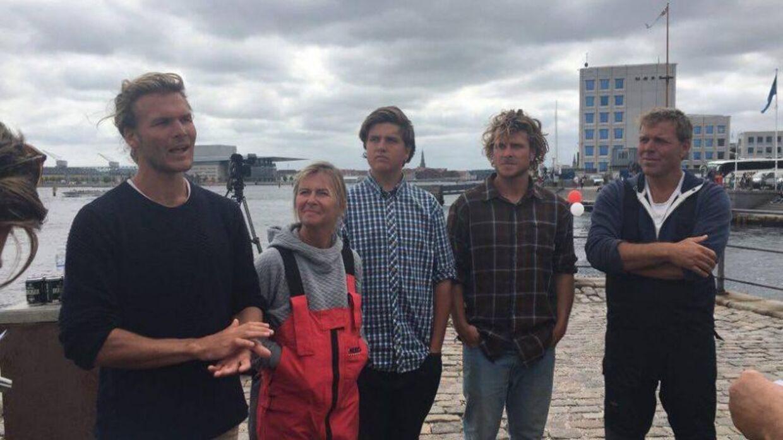 Billedet fra sommeren 2016, hvor familien vendte hjem og blev mødt af tusindvis af danskere, der bød den populære tv-familie velkommen hjem.