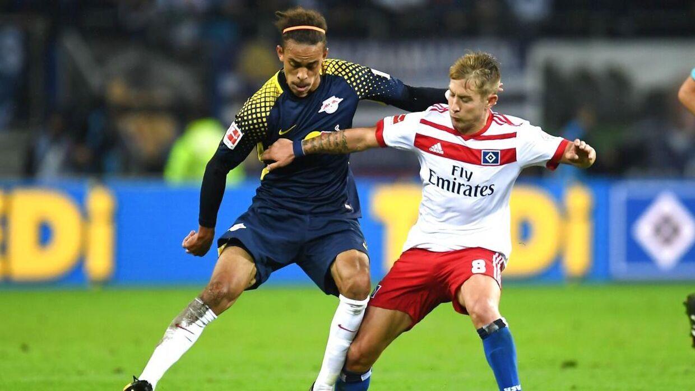 Yussuf Poulsen (tv) har forlænget med RB Leipzig, så kontrakten nu udløber i 2021.