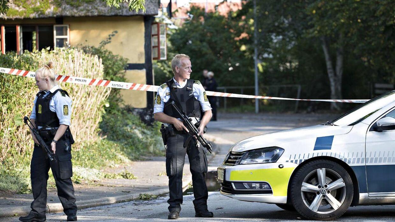 Politi med automatvåben har afspærrede lørdag et område ved Vejlø by i nærheden af Næstved, hvor en 50-årig mand lørdag den 16. september 2017 er sigtet for at have affyret skud og derefter flygtet ved at true sig til flere biler i både Næstved og Haslev. Manden blev søndag formiddag blandt andet sigtet for drabsforsøg samt varetægtsfængslet i fire uger.