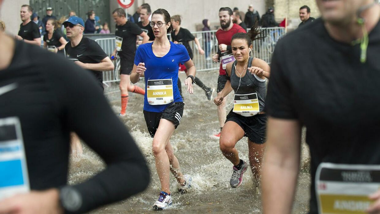 Kraftige regn og tordenbyger betød, at Copenhagen Half Marathon søndag måtte aflyses af sikkerhedsmæssige årsager.