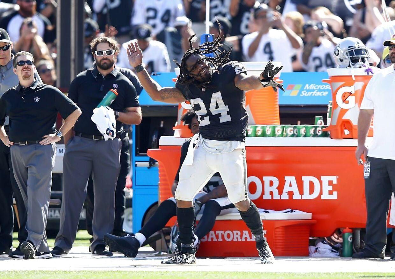 Marshawn Lynch dansede på sidelinjen under kampen mod New York Jets, som Oakland Raiders vandt 45-20. Foto: AFP