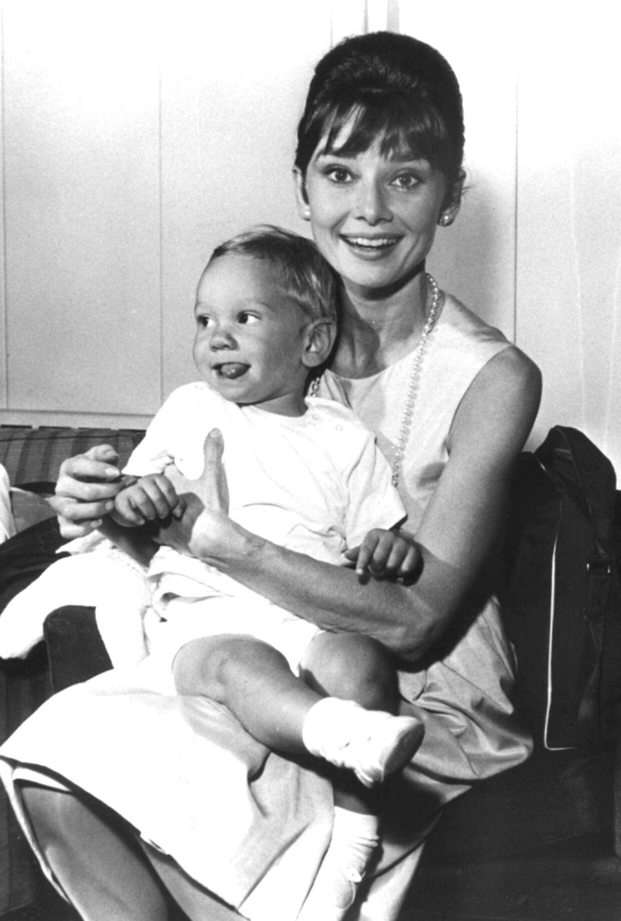 Audrey Hepburn med sin ældste søn, Sean, da han var lille.